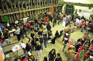 Η νομαδική έκθεση-αγορά του Meet Market στην Τεχνόπολις (2011). Το Meet Market συσπειρώνει κοινότητες ανεξάρτητων σχεδιαστών, κατασκευαστών, παραγωγών, συλλεκτών και ανεξάρτητων μικρο-επιχειρήσεων. themeetmarket.gr